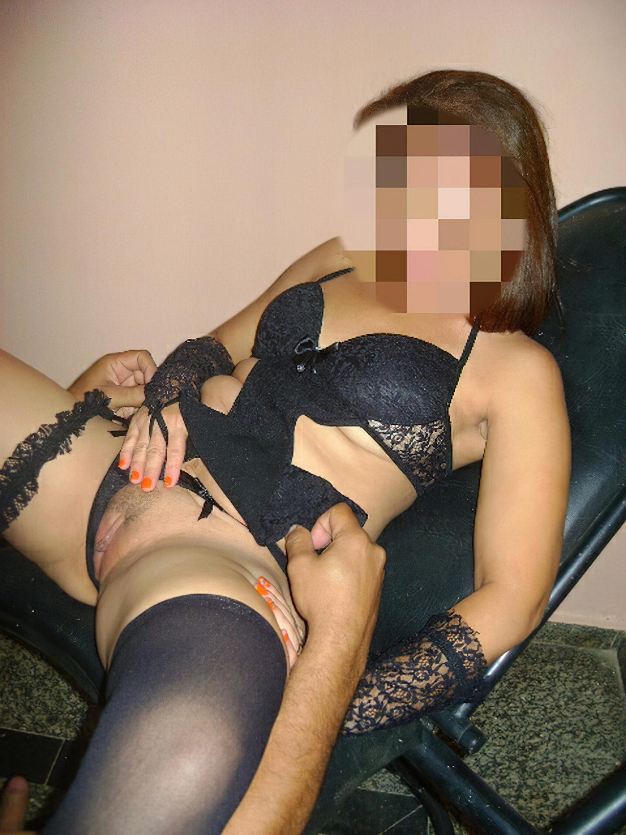 Corno Exibindo Esposa Gostosa (2)